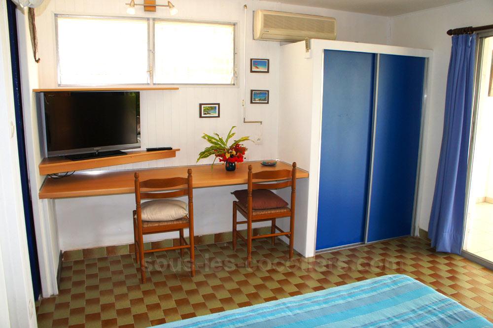 villa hibiscus studio bleu. Black Bedroom Furniture Sets. Home Design Ideas