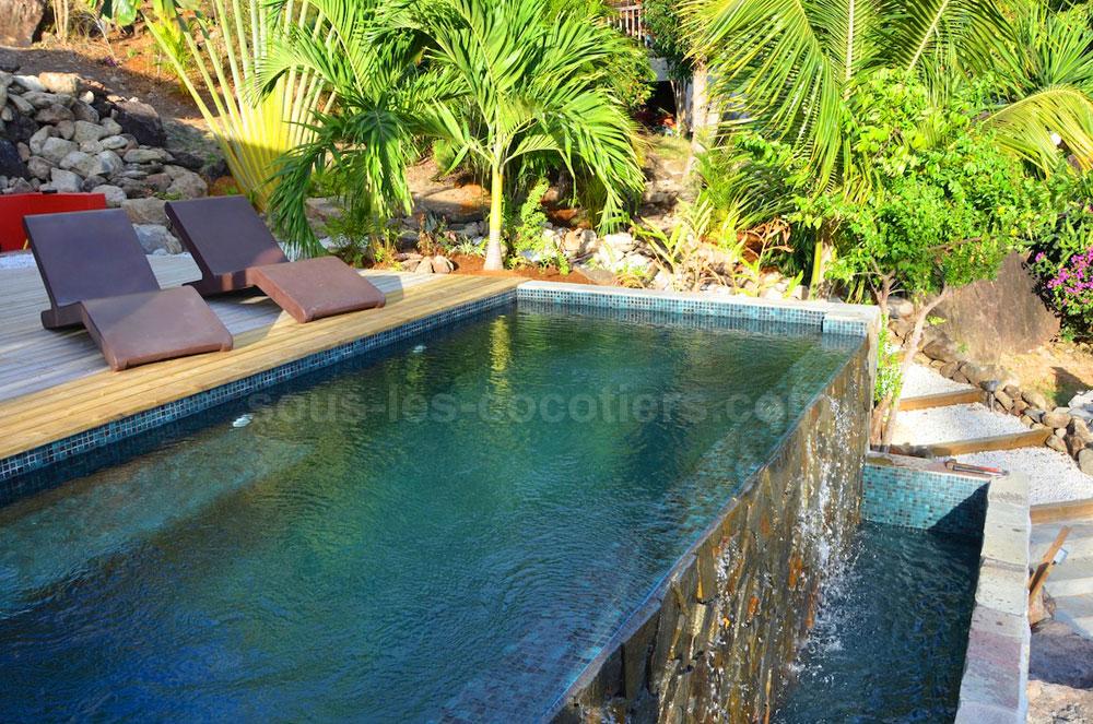 piscine d bordement cascade. Black Bedroom Furniture Sets. Home Design Ideas